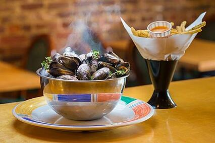 AutoFry in Action: Crêperie Bouchon - Image of Fries and Mussels