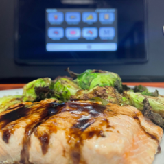MultiChef -Salmon & Sprouts w screen - Close Up -1