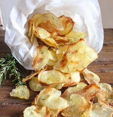 a-taste-of-Italian-baked-potato-chips-4-1-of-1-1-943634-edited.jpg