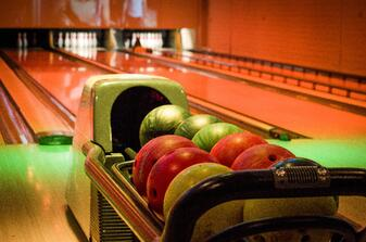 alley-bowling-bowling-balls-9364